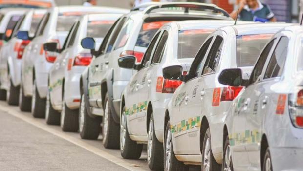 Após morte de taxista, categoria faz manifestação pelo fim da rotatividade dos pontos