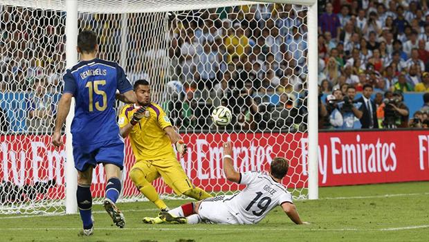 Mario Götz fez gol aos sete minutos do segundo tempo da prorrogação| Foto: Ivo Gonzales/Reprodução
