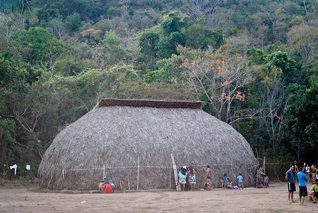 Oca construída por tribo indígena durante Aldeia Multiétnica, ao lado do Rio da Lua