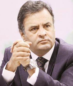 Aécio Neves: a oposição brigou para sediar a Copa-Rombo em seus Estados