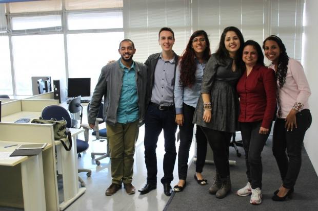 Sarah Teófilo e outros cinco finalista do concurso  Foto: Reprodução/Facebook