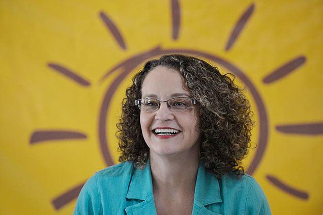"""Sem declarar apoio a Dilma, Luciana Genro prega o """"não voto"""" em Aécio"""