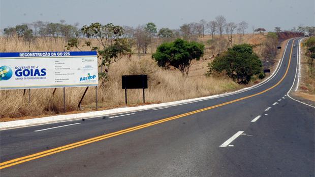 Rodovia restaurada pelo governo Marconi Perillo: adianta a oposição dizer que essa estrada está ruim?