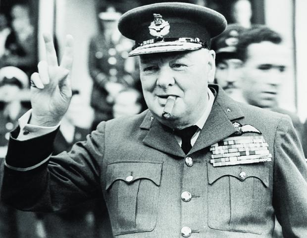 """Winston Churchill fazendo o  """"V de Vitória"""", imortalizado por ele em 1943"""
