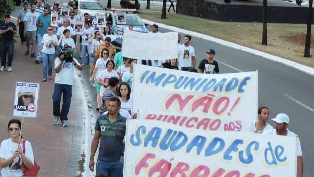 Manifestação pede justiça por assassinatos de mulheres, em Goiânia