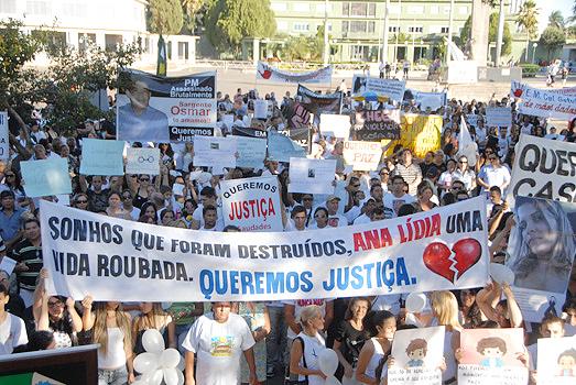 Comoção marca protesto contra mortes de mulheres em Goiânia; veja fotos