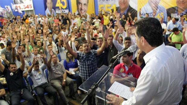 """""""Aquele candidato que vem prometendo isso foi o responsável por colocar a polícia goiana em miséria"""", diz Marconi Perillo"""