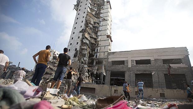Conflitos se estenderam por quase dois meses, deixando um rastro de destruição e morte. | Foto: Mahmud Hams/AFP