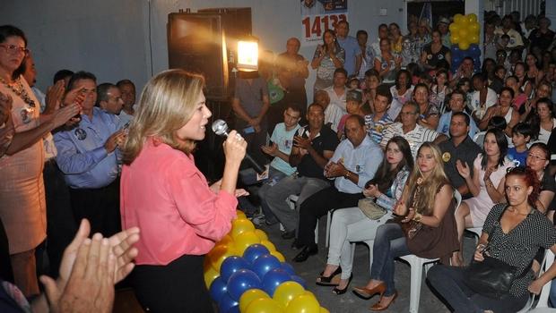 Em evento organizado por ex-peemedebista, Valéria Perillo tenta angariar eleitores em Aparecida de Goiânia