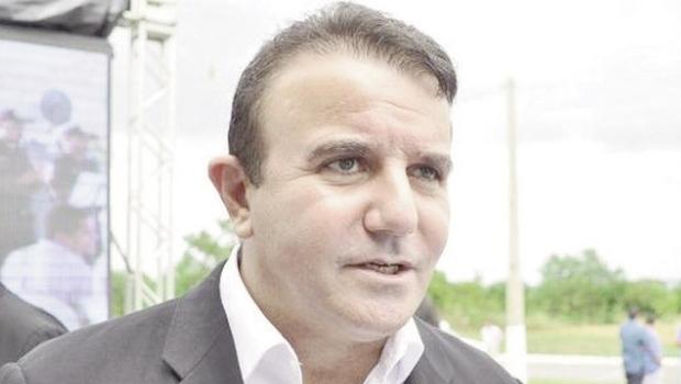 Será que Eduardo Siqueira está abusando do poder econômico?