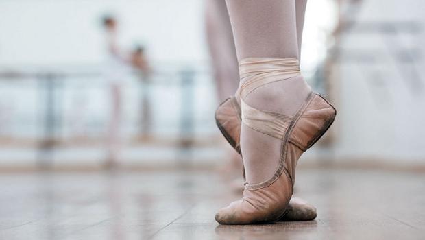 Aos 11 anos de idade, bailarina goiana concorre a uma vaga em uma das maiores escolas de balé do mundo