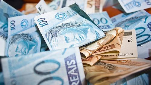 """""""Contribuinte não tem nada a comemorar"""", diz especialista sobre reajuste do Imposto de Renda"""