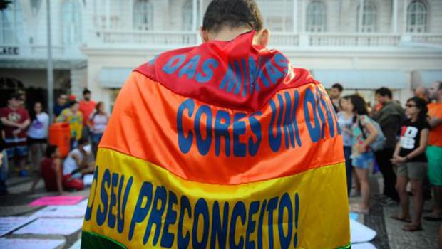 Documento do Vaticano defende mudança de tratamento da Igreja Católica aos gays