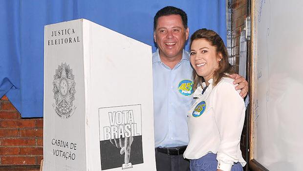 Candidato à reeleição, governador Marconi Perillo vota em Palmeiras de Goiás