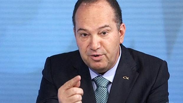Pastor Everaldo declara apoio a Aécio Neves no segundo turno