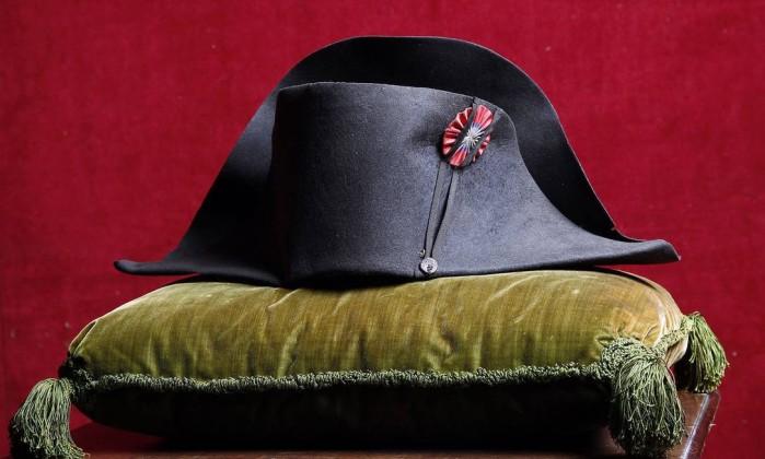 Sul-coreano compra chapéu de Napoleão por quase R$ 2 milhões de euros