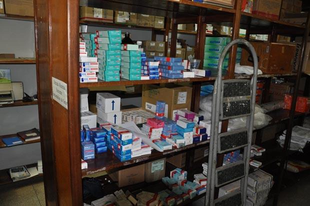 """Vereadora denuncia medicamentos vencidos em Cais; secretário rebate: """"Não estavam sendo distribuídos"""""""