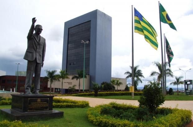 Gestão de Paulo Garcia (PT) sofre por falta de diálogo com o Estado