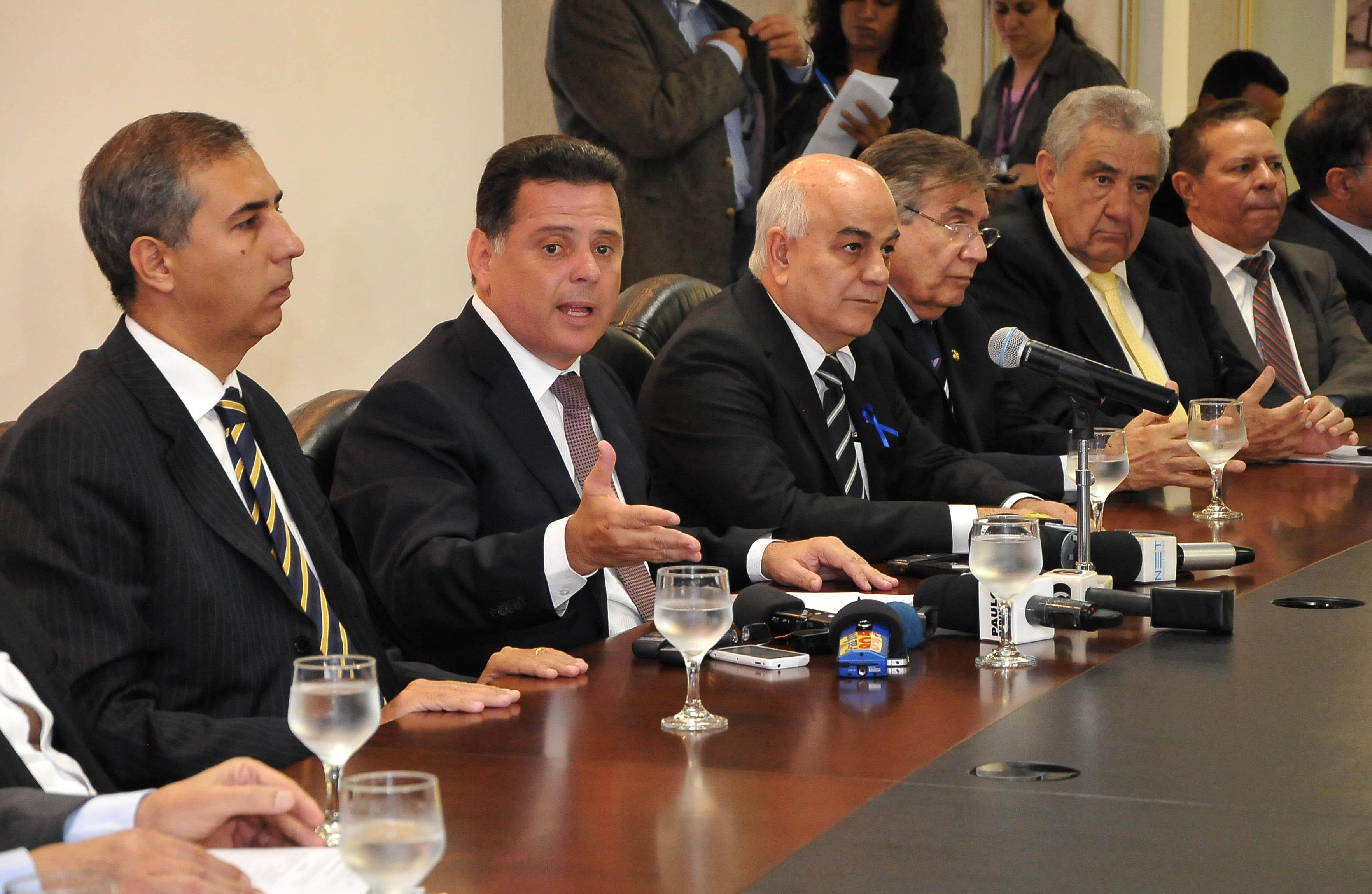 Marconi vai reduzir número de secretarias e exonerar mais de 5 mil comissionados. Economia para Goiás será de R$ 300 mi