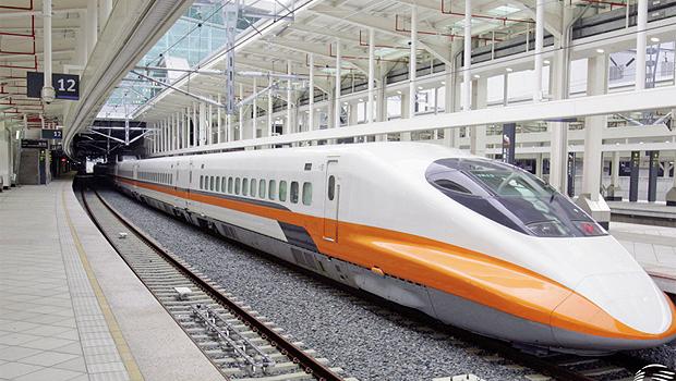 Locomotiva parte de Hamburgo em direção a Chengzou, na China