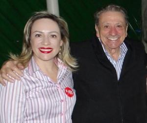 Adriana Accorsi ao lado do pai durante campanha