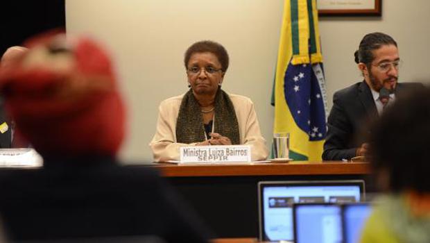 Reforma tem que discutir baixa presença de negros no Parlamento, diz ministra