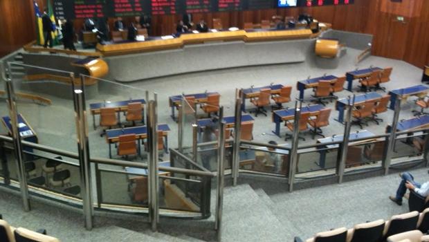 Instalações de vidro de dois metros de altura causam polêmica na primeira sessão no plenário após reforma   Foto: Marcello Dantas / Jornal Opção