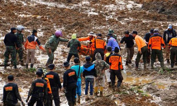 Deslizamento de terra na Indonésia provoca pelo menos 17 mortes