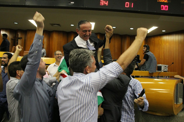 Sem aceitar proposta da oposição, prefeito tem projeto do IPTU rejeitado pela 2ª vez