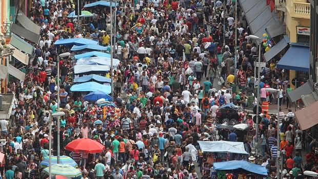 Movimento na rua 25 de Março no último fim de semana antes do Natal | Foto: Paulo Pinto/Fotos Publicas