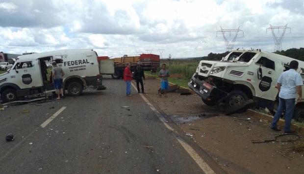 Assalto a carros-fortes deixa três mortos na BR-153