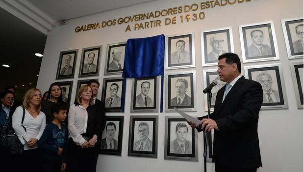 Jonas Duarte ganha foto na galeria de ex-governadores do Palácio das Esmeraldas