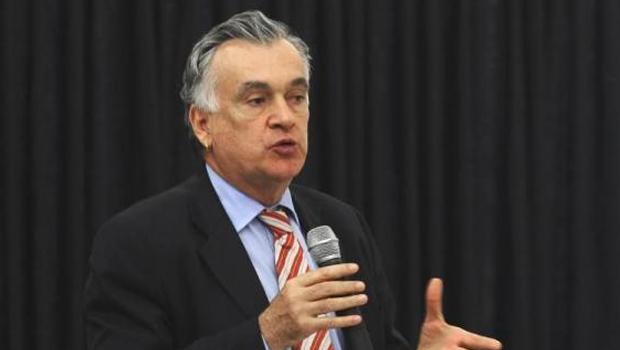 Dilma anuncia Juca Ferreira como novo ministro da Cultura