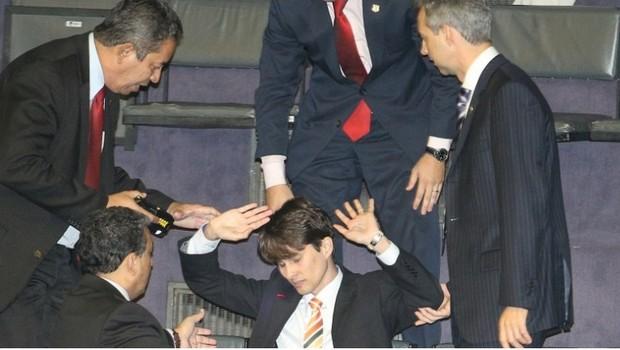 Professor goiano é proibido de entrar no Congresso Nacional após manifestação contra o PT e PLN 36/14