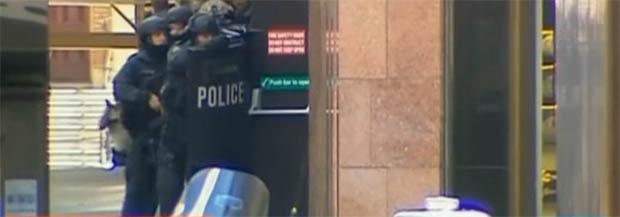 Sequestro em café na Austrália completa 12 horas. Cinco pessoas conseguem escapar