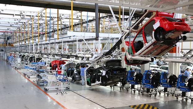 Empregados da Volkswagen entram em greve contra demissão de 800 metalúrgicos