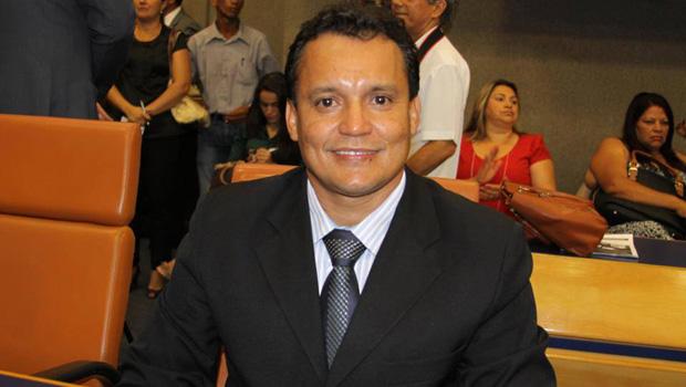 Felisberto Tavares diz que idosos estão abandonados e que índice de suicídios entre eles é alto