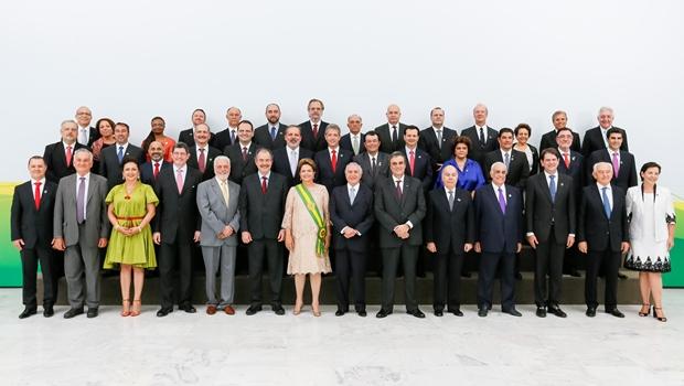 A presidente acompanhada da equipe ministerial em sua cerimônia de posse | Foto: Roberto Stuckert Filho/PR