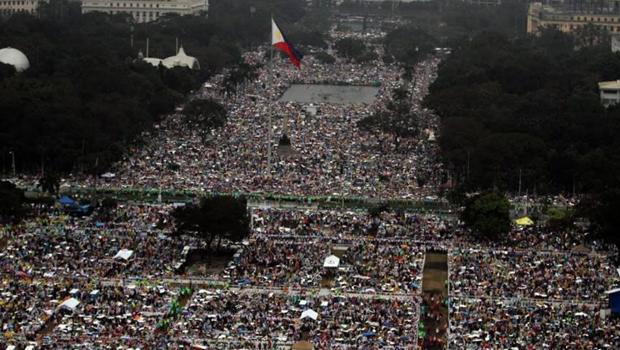 Papa reúne 6 milhões de pessoas em missa nas Filipinas