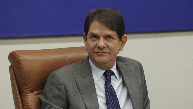 MEC atrasa pagamento de mais de 400 mil professores