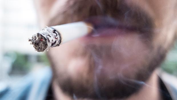 Projeto de Lei quer proibir venda de cigarros em postos de gasolina, supermercados, lojas de conveniência e bancas