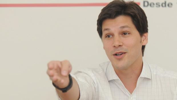 Já em Brasília, deputado Daniel Vilela nega crise no PMDB