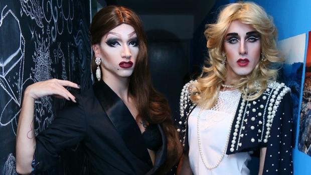 Jane Jungle e Carlah Yuvallac: drag queens que fizeram da diversão, profissão | Foto: Fernando Leite / Jornal Opção