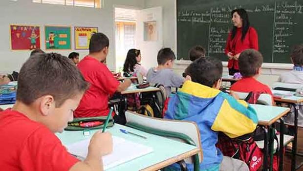 """A mudança pode até vir """"de cima"""", mas o lugar em que ela deve realmente ser aplicada é na sala de aula: berço da educação   Fernando Leite/Jornal Opção"""