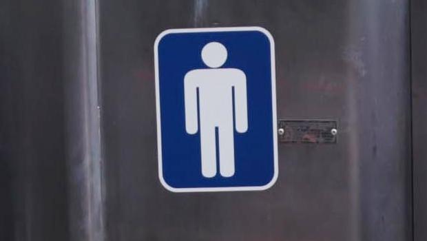 """""""Webcelebridade"""", homem com dois pênis lança autobiografia"""