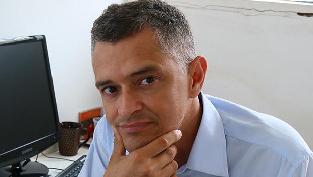 """""""Se existem escritores de talento em Goiás, eles podem se tornar universais, por que não?"""""""