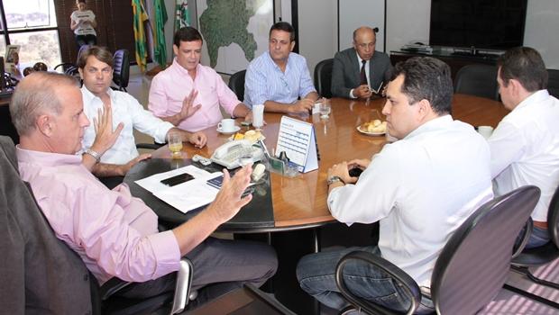 Prefeito se reúne com executiva do PMDB metropolitano na última quarta (21)| Foto: Humberto Silva