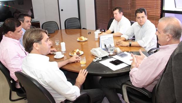 José Nelto em reunião com executiva do PMDB e prefeito Paulo Garcia (PT) | Foto: Humberto Silva