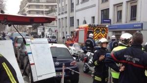Momentos após o ataque ao jornal Charlie Hebdo, na França / Foto: William Molinié/ Twitter