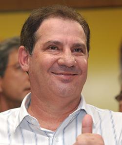 Vanderlan Cardoso pode ser o principal beneficiário do jogo que PSDB e PMDB estão armando com vistas a manter, caso do primeiro, e conquistar, caso do segundo, o poder na disputa eleitoral para o governo do Estado em 2018